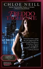 Recensione: https://wonderfulmonsterbook.wordpress.com/2013/05/03/chloe-neill-freddo-tagliente-delos-books-odissea-paranormal/